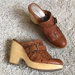 Kenneth Cole wooden heel clogs 6